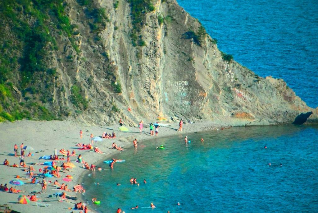 Пляжи в Бухте Инал