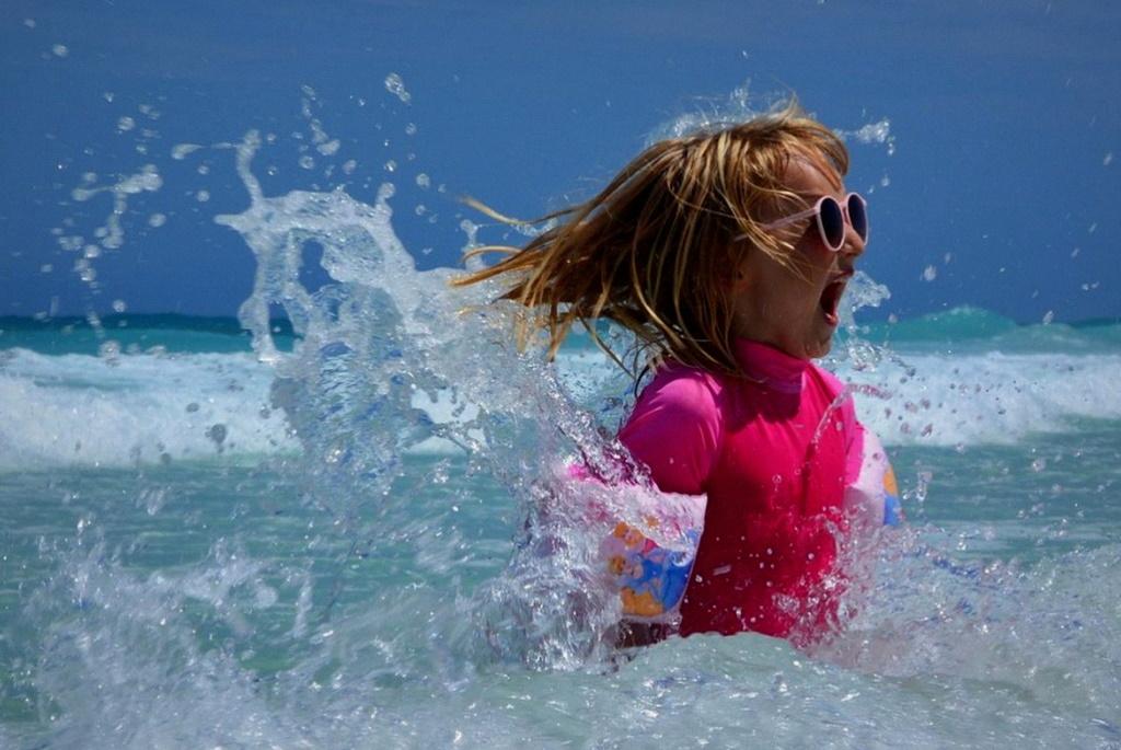 Ребёнок море